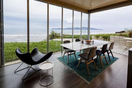 beachfront-home-boconcept-dining-setting.jpg